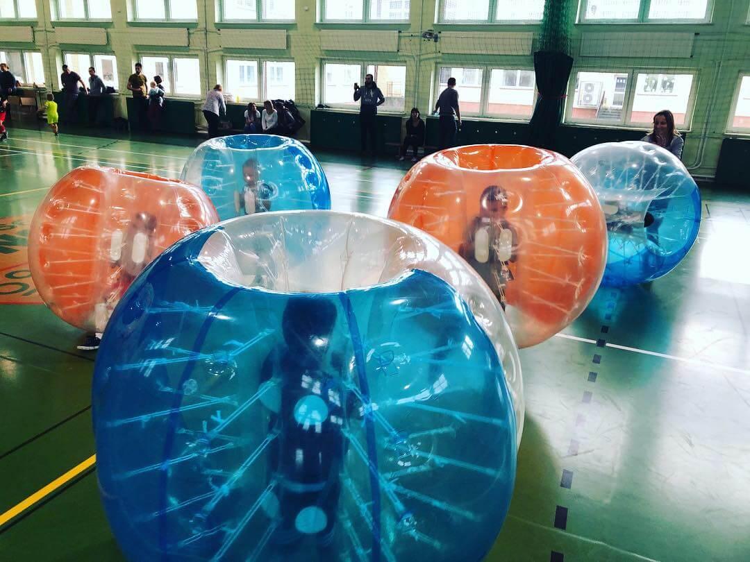 Rywalizacja Bubble Football dla dzieci