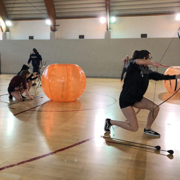 Łucznicy w trakcie gry Archery Tag